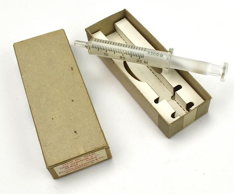 US WW2 Medical Syringe in original clipboard Box